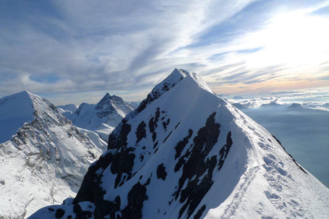 Grindelwald e o eiger na sua viagens da talita por incrvel que parea a escalada no eiger mais segura quando feita durante o inverno quando a face norte est congelada no vero existe um alto de reheart Choice Image